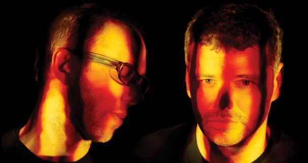 """The Chemical Brothers bodo svoj sedmi studijski album z naslovom """"FURTHER"""" izdali junija letos. Album bo prvi, ki bo vseboval ujemajoče posnetke, narejene izrecno za ujemanje z vsakim od osmih avdio posnetkov. Začne se z zvoki, ki zvenijo kakor marsovsko prenašanje morsovih znakov. Zemeljsko omejeni znaki poskakujejo stran od razbitin zvezdnega prostora. Zvoki so vse obsegajoči,..."""