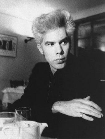 "Filmar Jim Jarmusch je v intervjuju za Pitchfork povedal, da bo posnel dokumentarec o Iggy Popu in The Stooges. Informacije so zelo skope in skromne, zadeva je bolj kot ne v megli: ""I'm working on a documentary about the Stooges. It's going to take a few years. There's no rush on it, but it's something that Iggy asked..."