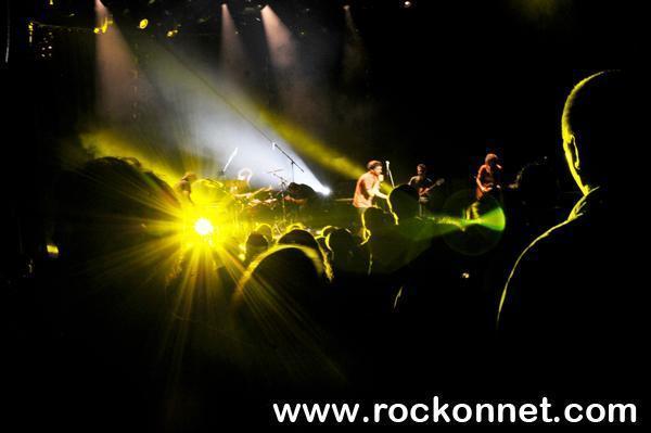 Ljubljana / Kino Šiška  17. 6. 2011   Moveknowledgement sov peteksvoj novi album Pumpdown predstavili publiki, tako kot je treba - z odličnim koncertom! Kljub pestri petkovi glasbeni ponudbi v Ljubljani so praktično napolnili in vsekakor zadovoljili publiko v Kinu Šiška z dozo novega zvoka, ki ni tako temačen in eksperimentalen kot tisti na prejšnjem izdelku...