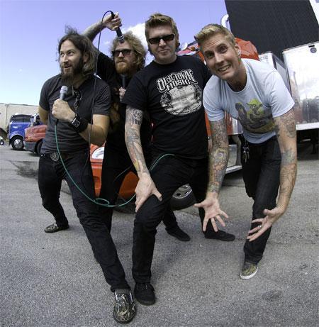 Mastodon so kot ogrevanje na nov album z naslovom The Hunter objavili nov spot za komad Deathbound. Ta sicer ne spada k novemu albumu, ampak je kot del B strani albuma Crack the Skye. Za The Hunter pa sami pravijo, da komadi na njem ne bodo preveč komplicirani, ampak bo šlo za enostavnejšo in manj...