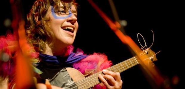 V sodelovanju z organizatorjem vam v nagradni igri poklanjamo eno vstopnico za koncert tUnE-yArDs, ki bo 8.3.2012 v Menzi pri koritu.