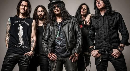 A nekaj je jasno. Slash je v dobrih dveh urah dokazal, da mu nekdanja skupina služi le kot referenca, saj tudi izven njih funkcionira odlično.
